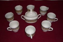 8  Tasses  Et Le Sucrier - Cups