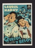 70s ART PC MOVIE STARS STAN LAUREL Y OLIVER HARDY CHEESE KISS SWITZERLAND SUISSE - Postcards