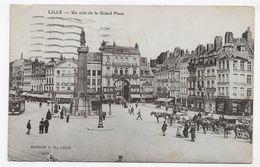 (RECTO / VERSO) LILLE EN 1923 - UN COIN DE LA GRAND'PLACE ANIMEE - DECHIRURE EN BAS A GAUCHE - CPA VOYAGEE - Lille
