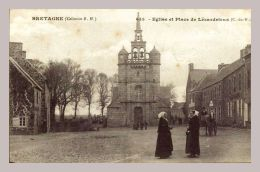CPA - Bretagne - Lézardrieux (22) - 643. Eglise Et Place - Autres Communes