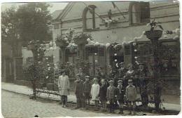"""Carte Photo. """"Au Cabaret De Bruxelles"""". Maison Fleurie Et Manneken-Pis. Enfants. A Situer - Lieux"""