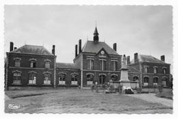 Boué  (Aisne)  -  L'Hôtel De Ville  -  Les Ecoles  -  Le Monument Aux Morts - Autres Communes