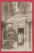 Façade De Café ... Pub Bières Léopold... Personnages ... à Situer - Cartes Postales