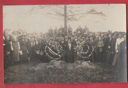 Commémoration Patriotique ... Tombes ...  à Situer - Cartes Postales
