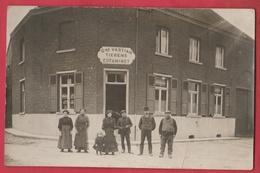 Façade D'Estaminet ( Café ) Vastiau-Tierens ... Personnages ...  à Situer - Cartes Postales