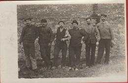 Groupe D'ouvriers ... Oblitération Présente Mais Non Lisible...  à Situer ( Voir Verso ) - Cartes Postales