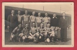 Equipe De Football A.E.G 1943-1944 ...  à Situer Le Lieu Du Match ( Voir Verso ) - Cartes Postales