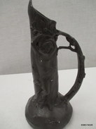 Vase En Régule  Vers 1930 Decor De Femme Signature  Illisible  Tres Bon état - Sculptures