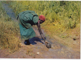 Couleur Du Burundi - Femme Au Ruisseau - Burundi