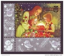 UKRAINE 2015. MERRY CHRISTMAS AND HAPPY NEW YEAR! MOTHER WITH CHILDREN, GIFTS. Mi-Nr. 1523 Left Lower Corner. MNH (**) - Ukraine