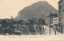 G120 - 38 - GRENOBLE - Isère - Passage à Niveau Et Le Casque Du Néron - Grenoble