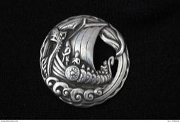 Insigne Viking ( 40 Mm ) ( Fixation Type Pin's ) - Zonder Classificatie