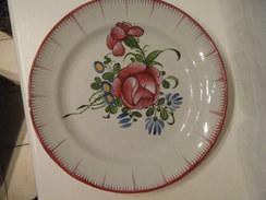 Assiette Au Décor à La Rose Rouge  -  Auvillar ? - Auvillar (FRA)