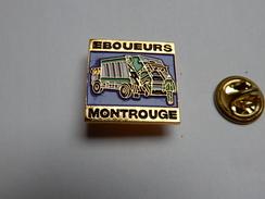 Superbe Pin's , Transport Camion , Eboueurs De Montrouge , Ramassage Poubelle - Transport