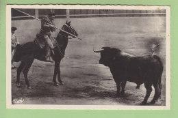 NIMES : Course De Toros, Le Jeu Du Picador, En Observation. Corrida Arènes De Nîmes. 2 Scans. Edition Combier - Corrida
