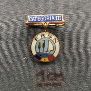 Badge (Pin) ZN001014 - Sailing Romania FRSN Categoria 3 (III) Federation / Association / Union - Sailing, Yachting