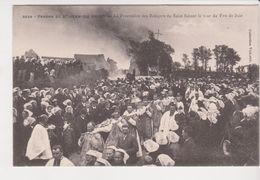 26320- Saint Jean Du Doigt - France Bretagne -procession Reliques Faisant Tour Feu De Joie -3039 Villard -costume Breton - Christianisme