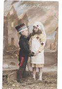 Carte Patriotique CROIX ROUGE -COEUR DE FRANCAISE -petite Infirmière De La Croix Rouge Réconforte Un Jeune Soldat Blessé - Croix-Rouge