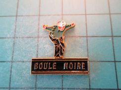 Pin413a Pin's Pins / SPORT Pétanque RARE CLUB BOULE NOIRE  , Belle Qualité !!!    Marquage Au Dos : ---- - Bowls - Pétanque