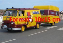 Reproduction D'une Photographie D'une Renault Estafette Avec Caravane Publicitaire Banania - Reproductions