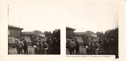 PHOTO 418 - MILITARIA - Photo Originale 17 X 8 - Prisonniers Portant à L'Ambulance Un Camarade - Guerre, Militaire