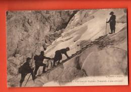 EVG-03 Alpinistes à Chamonix Les Grands Mulets, Traversée D'une Crevasse. Animé. Non Circulé. - Alpinisme