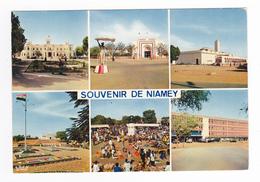 Niger Niamey N°4883 Policier Sur Son Socle Mosquée Musée Marché Hôtel Du Niger Palais Présidence Assemblée Nationale - Niger