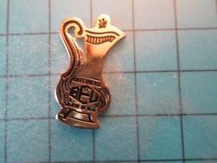 Pin413d Pin's Pins / Beau Et Rare : AIGUIERE CARAFE A EAU ORFEVRERIE BEL    Marquage Au Dos : - - - Alimentation