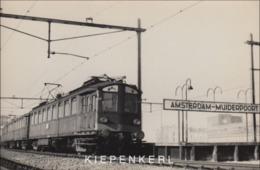 MOOIE FOTOKAART AMSTERDAM MUIDERPOORT JAREN 1950+ PASSAGE VAN EEN NS TREINSTEL / TRAIN ZUG RAILWAY - Amsterdam