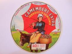 A-17149a - Etiquette De Fromage CAMEMBERT PARAPLUIE ROUGE - CHADENAC 17Q Charente-Maritime - Fromage