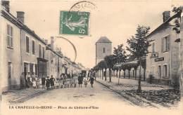 77 - SEINE ET MARNE / La Chapelle La Reine - 771563 - Place Du Château D' Eau - Beau Cliché Animé - La Chapelle La Reine