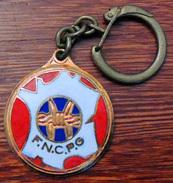 Ancien Porte-clé FNCPG Fédération Nationale Des Combattants Prisonniers De Guerre - Métal Doré émaillé - Insigne & Ordelinten