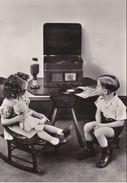 BAMBINI - Bambini Che Ascoltano La Radio - Bambola - 1954 - Non Classés