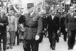 WW2 - Le Maréchal Pétain Et Pierre Laval à Vichy Le 14 Juillet 1940 - 1939-45