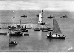 Piriac-sur-Mer Animée Le Port La Jetée Le Phare Bateaux De Pêche - Piriac Sur Mer