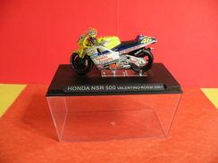 MOTO 1/24 > Honda NSR 500 Sous Vitrine > Valentino Rossi 2001 - Motorcycles