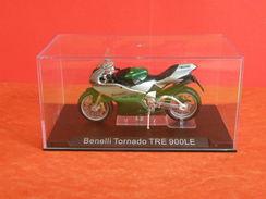 MOTO 1/24 > Benelli Tornado TRE 900LE Sous Vitrine - Motos