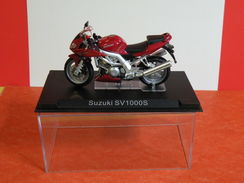 MOTO 1/24 > Suzuki SV 1000S Sous Vitrine - Motos