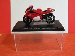 MOTO 1/24 > Yamaha YZR500 Max Biaggi 2001 (sous Vitrine) - Motorcycles