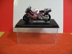 MOTO 1/24 > Honda VTR 1000 Colin Edwards Laguna Séca 2002 (sous Vitrine) - Motos