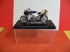 MOTO 1/24 > Honda NSR 500 Wayne Gardner 1987 (sous Vitrine) - Motos