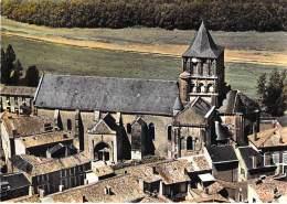 86 - LUSIGNAN : Vue Aérienne De L'Eglise - Jolie CPSM Dentelée Colorisée Grand Format Postée 1970 - Vienne - Lusignan