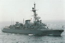 Frégate MONTCALM  D 642 Avec L'équipage Au Poste De Bande - Guerra