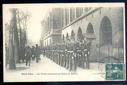 Cpa Du 75 Paris Vécu  -- La Garde Nationale Au Palais De Justice   SEP17-55 - Petits Métiers à Paris