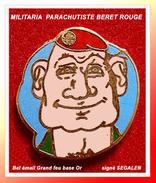 SUPER PIN'S MILITARIA : PARACHUTISTEau BERET ROUGE, émail Grand Feu Base Or Signé SEGALEN, 1,8X2cm - Militaria