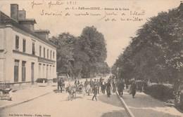 BAR SUR SEINE - L'AVENUE DE LA GARE - LE CAFE - BELLE CARTE TRES TRES ANIMEE - 2 ATTELAGES DONT 1, UN ANE ATTELE - TOP ! - Bar-sur-Seine