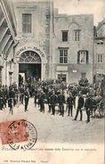 FIRENZE-I POMPIERI CHE ESCONO DALLA CASERMA CON LE MACCHINE-CARTOLINA ANIMATISSIMA-VIAGGIATA NEL 1901- - Firenze