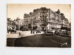 C.P.A. 64 BIARRITZ : Le Carlton Et L' Eglise Orthodoxe, Animé, Voitures Années 1950, SUPERBE - Biarritz