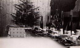Photo Originale Noël, Ses Cadeaux Au Pied Du Sapin En 1940 - Fruits Pommes, Vin Et Pain D'épices : Guerre Oblige ! - Objects