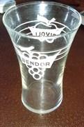VendsVerre BENDOR RIVOLI   Pas Pernod Pas Ricard Pas CASANIS  Pas Saint Raphael Pas Berger - Alcohol